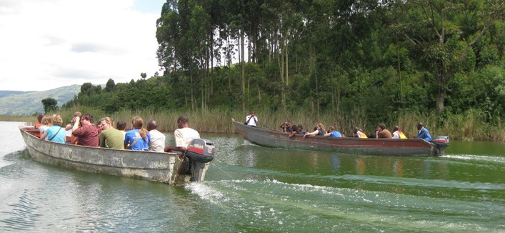 boat-ride-on-lake-bunyonyi-uganda-safaris